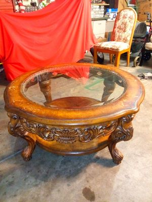 Round hand carved coffee table for Sale in Las Vegas, NV