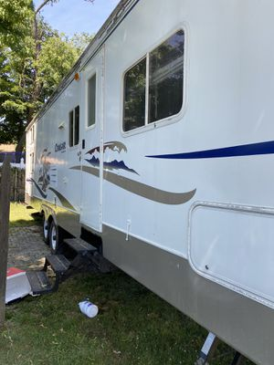 2005 30 foot keystone cougar travel trailer for Sale in Englewood, NJ