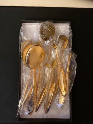 10 pcs gold makeup brushes with storage pouch for Sale in Rockville, MD