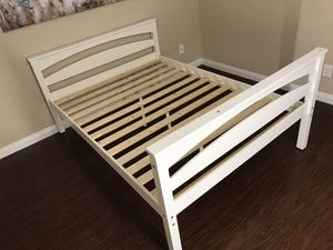 Full size bed frame white for Sale in Alta Loma, CA