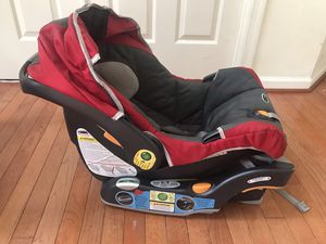 Chicco KeyFit® 30 Infant Car Seat and Car Seat Base for Sale in Bowie, MD