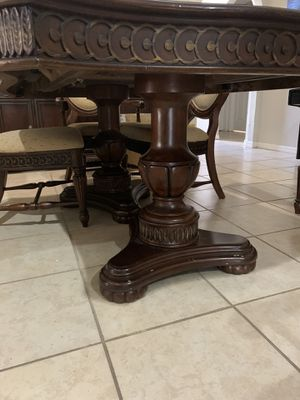 Dining table and 6 chairs for Sale in Tampa, FL