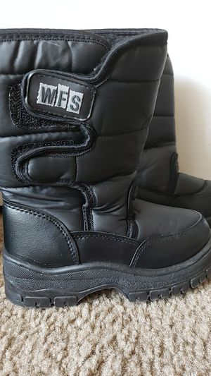 Kids snow boots size 10 for Sale in Glendale, AZ