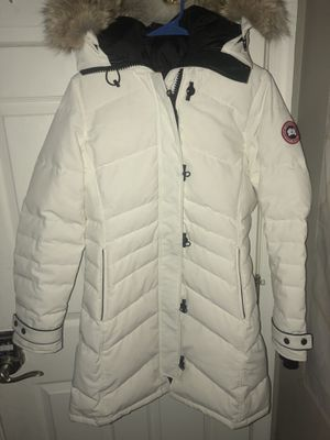 Women's Canada goose parka size medium for Sale in Rockville, MD