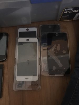 3 black 2 white IPhone 6s Plus Replacement screens for Sale in Houston, TX