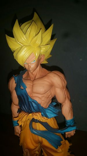 Banpresto Dragon Ball Z Super Saiyan Goku Master Stars Piece Supreme for Sale in El Mirage, AZ