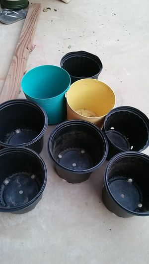 8 2.5 qt pots for Sale in Euless, TX