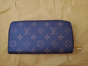 Louis Vuitton double zippy wallet (never used) for Sale in Austin, TX