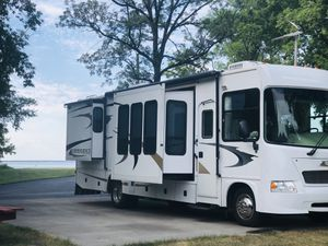 Motor home with tow car for Sale in Boring, OR