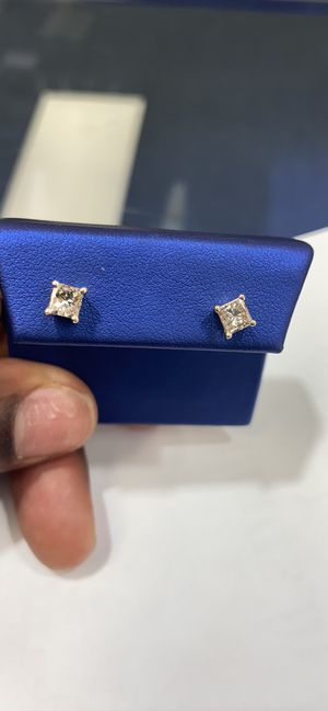 14K 1.9g 1C-TDW DIAMOND EARRINGS for Sale in Charlotte, NC