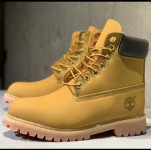 Timberland Size 10 ( Read ) for Sale in The Bronx, NY