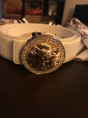 White belt with gold buckle crystal for Sale in Fresno, CA
