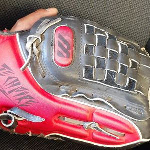 "Mizuno 13"" Right Hand Glove for Sale in El Cajon, CA"