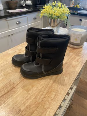 Kids snow boots size 12 for Sale in Riverside, CA