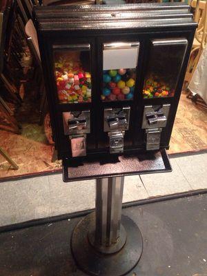 Triple pod candy machine for Sale in Caledonia, MI
