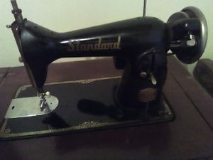 Antique sewing machine and cabinet for Sale in Hampton, GA