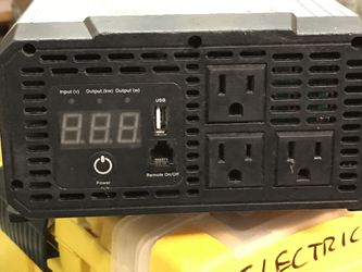 Like new 1500 watt inverter with 9 w solar trickle included for Sale in Wenatchee,  WA