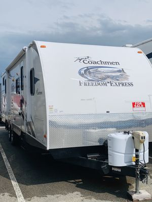 2013 Coachman Freedom Express Travel Trailer for Sale in Radcliff, KY