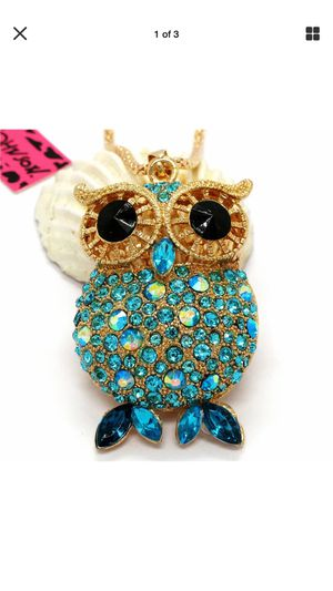 "Gorgeous Rhinestone blue Hoot Owl "" turquoise crystals big pinwheel gold eyes new Designer necklace on a gold chain for Sale in Northfield, OH"