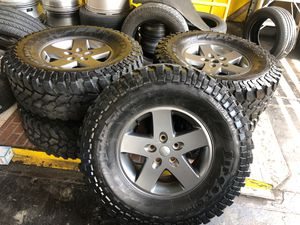 Jeep wheels and tires like new 5 tires and wheels for Sale in Nashville, TN