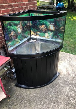 Built Fish tank , brings everything (No filter) . for Sale in Berwyn Heights, MD
