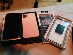 IPhone 11 Pro Max 64gb CARRIER UNLOCKED for Sale in Hesperia, CA