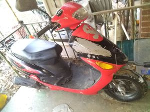 50cc moped for sale 60$ only needs a battery for Sale in Temple Hills, MD