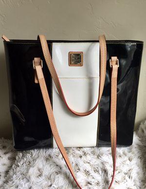 Dooney and Bourke tote bag for Sale in Sahuarita, AZ