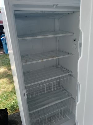 Stand up deep freezer, works perfectly for Sale in Hilliard, OH