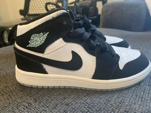 Nike Air Jordan glow in the dark Size 13 in kids for Sale in San Jose, CA