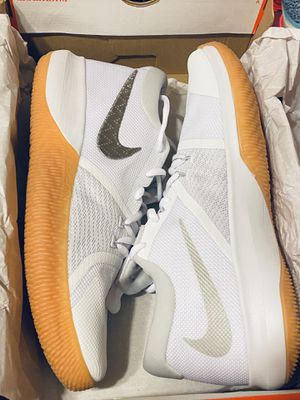 Men's and Women's Nike Shoes / New in Box / Sizes: Men (9.5) - Women (11) / Pick-up in Cedar Hill / Shipping Available for Sale in Cedar Hill, TX