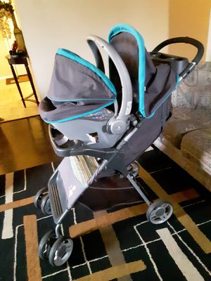 Stroller with car seat and base for Sale in Lawton, OK