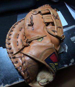 Mizuno baseball glove for Sale in Marlboro Township, NJ