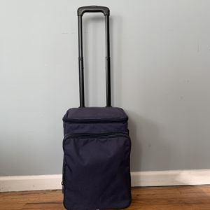 Chill N Go Roller Wine Bag/Cooler for Sale in Durham, NC