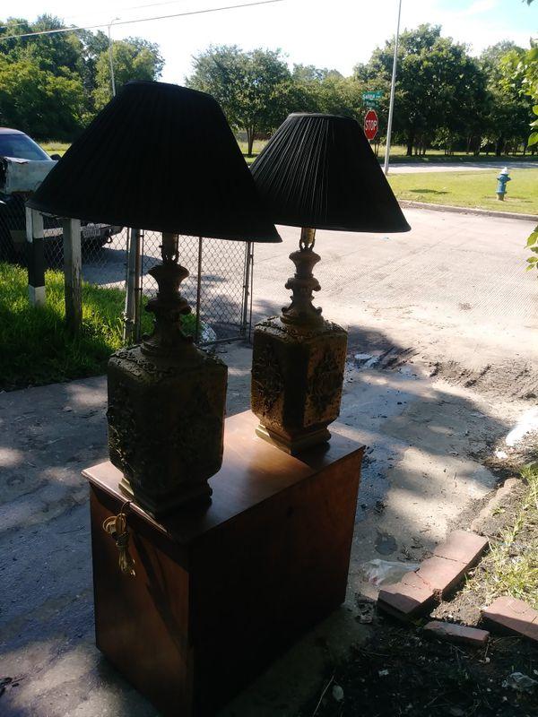 2 lamps, both working. 2 lamparas, las 2 trabajando bien.