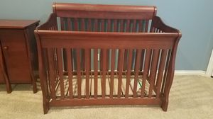 Baby crib beautiful and sturdy! for Sale in Queen Creek, AZ