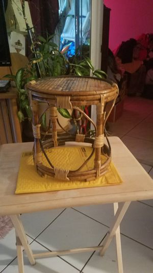 "10"" vintage bamboo pedestal for Sale in Coral Springs, FL"