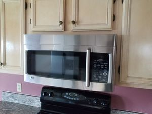STAINLESS STEEL LG MICROWAVE for Sale in St. Augustine, FL