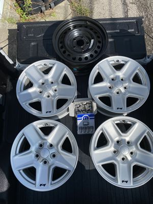"Jeep Gladiator OEM 17"" Alum Wheels with Steel Spare and Locks for Sale in Chicago, IL"