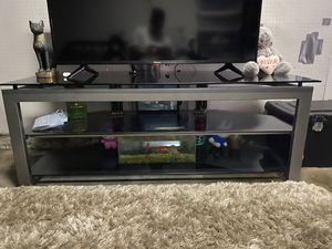 3 TIER GLASS TV STAND. for Sale in Long Beach, CA