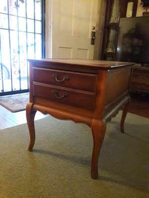 End table-antique for Sale in Walnut, CA