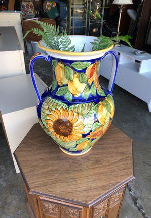 Ceramic vase for Sale in Northlake, IL