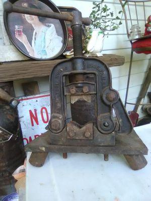 Antique pipe vise for Sale in Kolin, LA