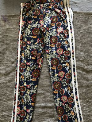 Adidas Floral Ladies sweat suit for Sale in Dundalk, MD