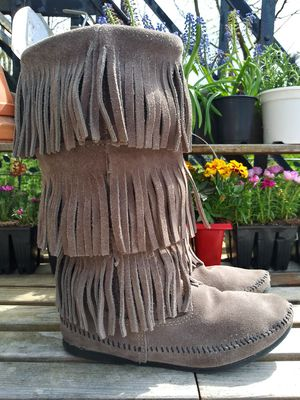 Minnetonka moccasins size 8 for Sale in Fletcher, OH