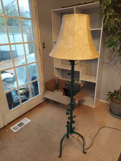 Ivy floor lamp for Sale in Seattle,  WA