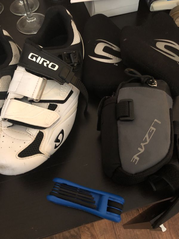 Giro road bike shoes, side pack, with road bike tools. Size 8.75 $35