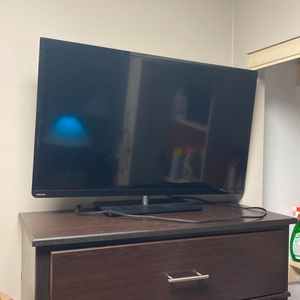 """40"""" to 50"""" Inch Toshiba TV (No Remote Required) for Sale in Houston, TX"""