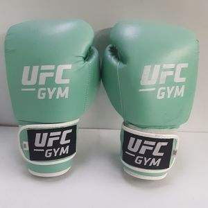 UFC 16 OZ. GLOVES for Sale in Maywood, CA
