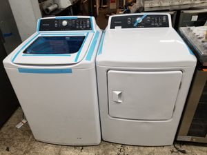 Frigidaire electric washer and dryer pair white with small scratch and ding for Sale in Irvine, CA